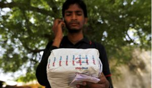 A worker at Indian e-commerce company Snapdeal makes a call to a customer before delivering a package in Ahmedabad, India, in 2015. Before launching Snapdeal, Kunal Bahl and his partner Rohit Bansal visited China in 2011 and noticed that the Indian market had more in common with the Chinese market than with the market in the US. Photo: Reuters