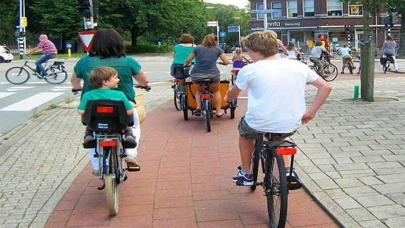 The Netherlands' cycleways are popular for commuting, because the infrastructure is safe, accessible and convenient. The Alternative Department for Transport