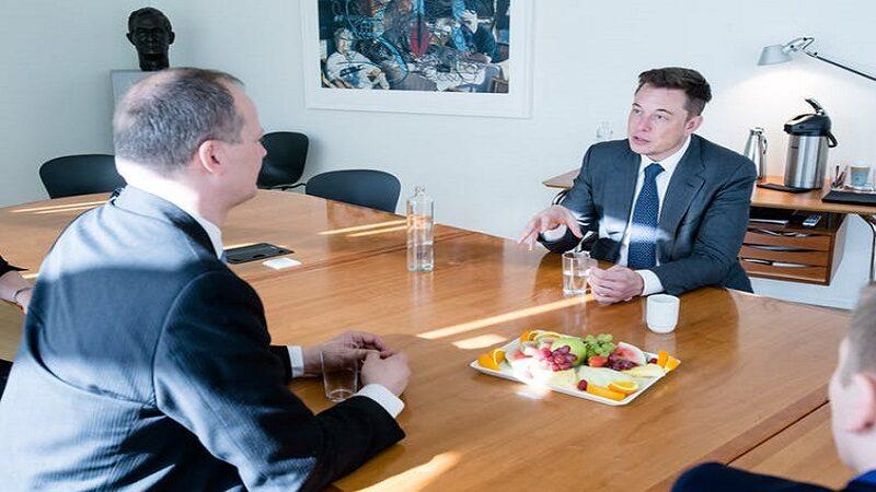 Elon Musk, head of Telsa, is an advocate for flat organisational structures. Samferdselsdepartementet/Flickr, CC BY-NC